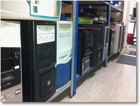 PC Regal in der AHCT Computerladenw Werkstatt voll