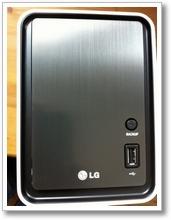 LG NAS N2A2 06 unboxing die front schlicht und einfach und noch ein USB anschluss